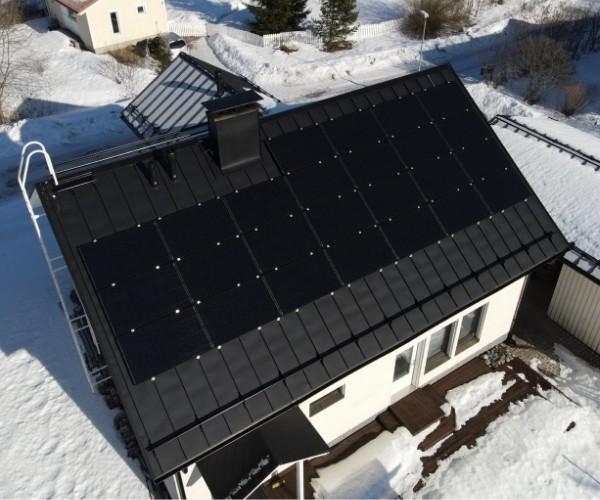 24 aurinkopaneelia Lahdessa